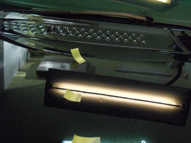 ステップワゴン ボンネットのヘコミ デントリペア修理前