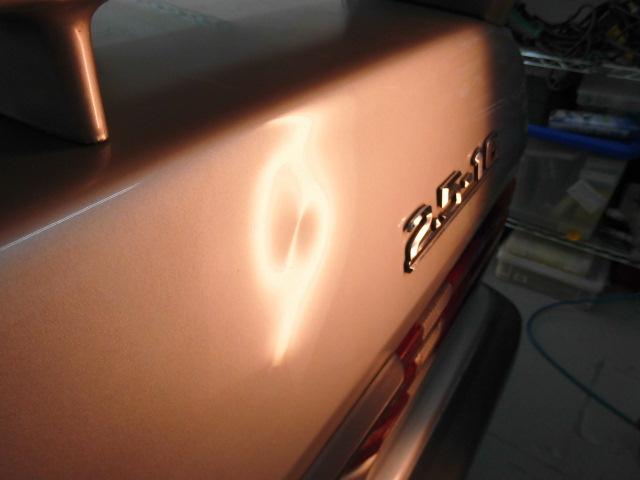 ベンツ190E トランクの凹み修理前