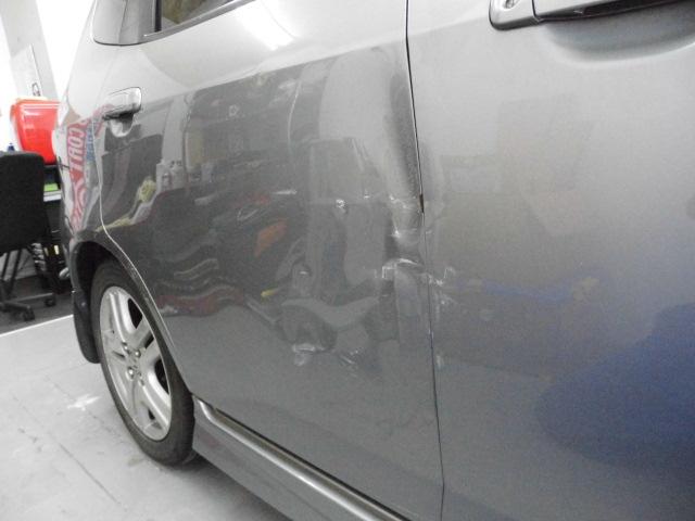 ホンダ フィット ドアの修理