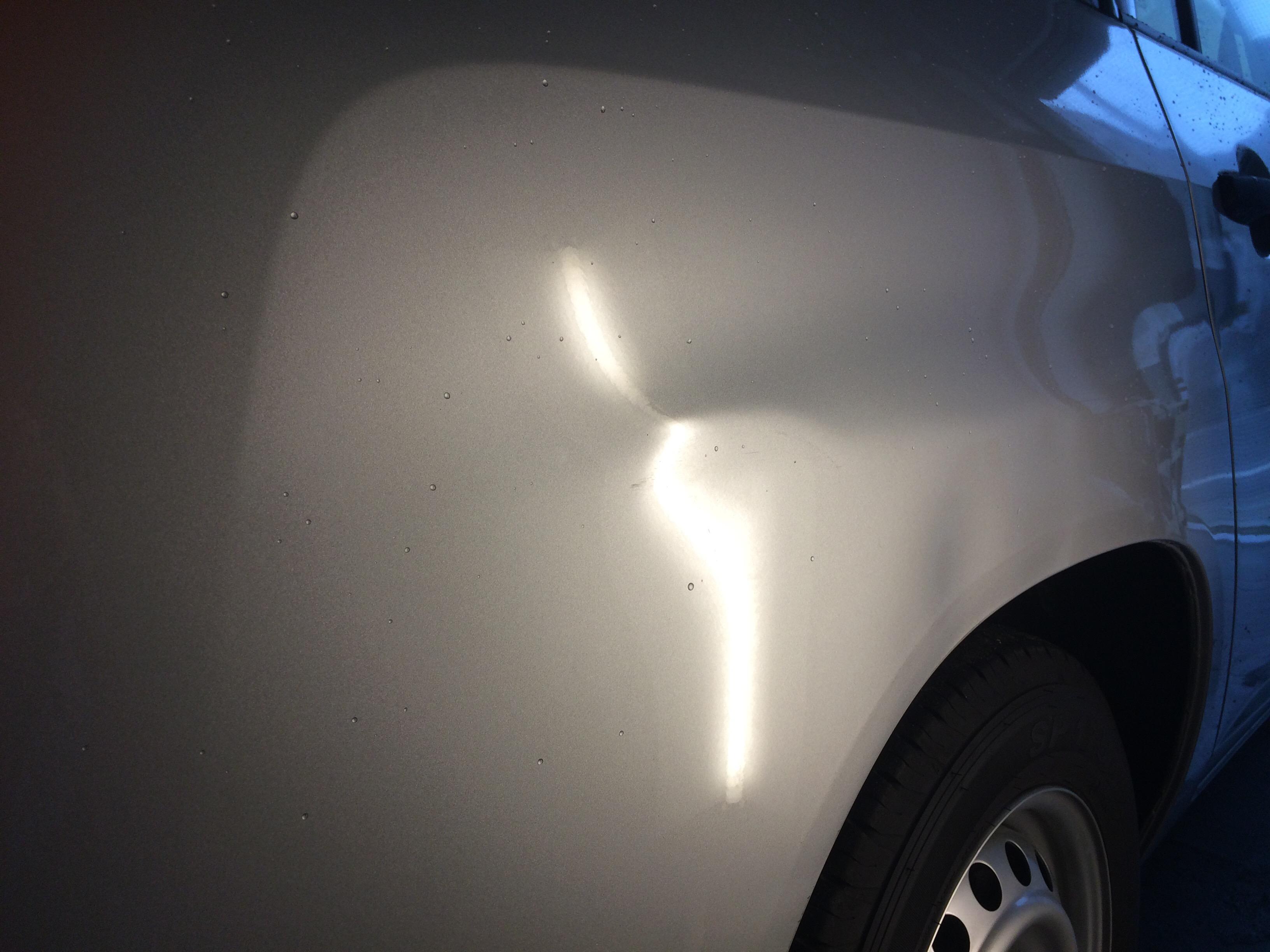 クォーターパネルの凹み修理