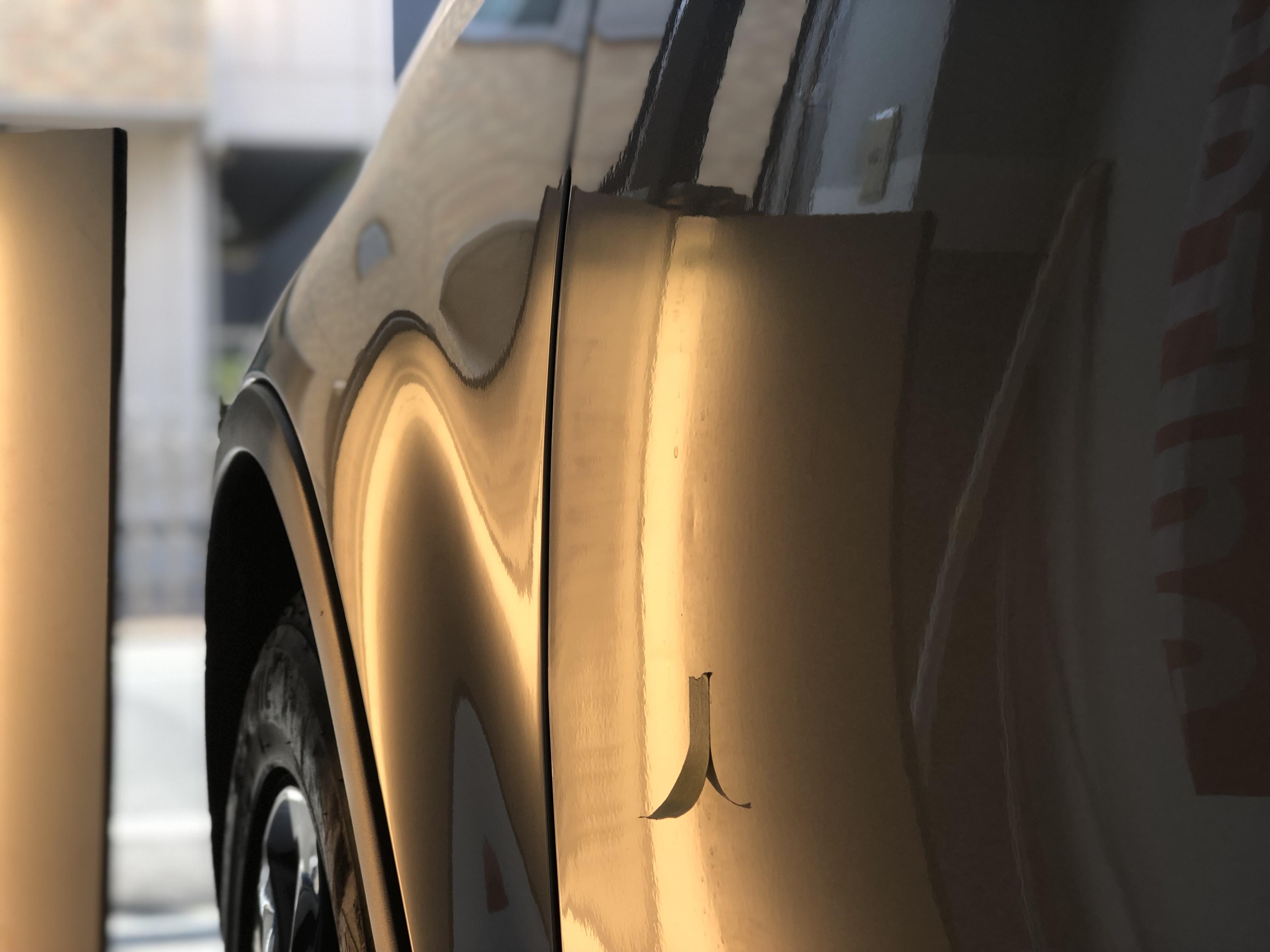 スバル B9 トライベッカ フロントドアのデントリペア