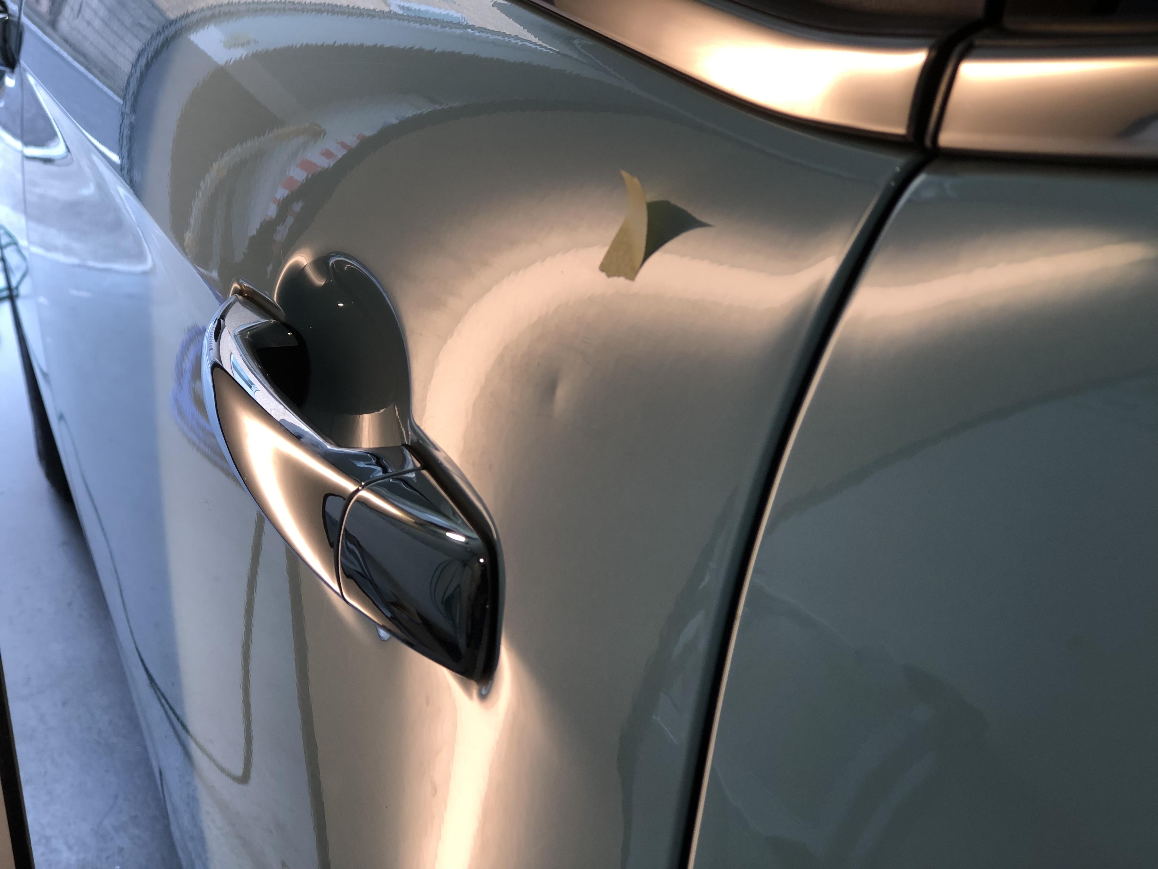 シトロエンC3 ドアの凹み修理