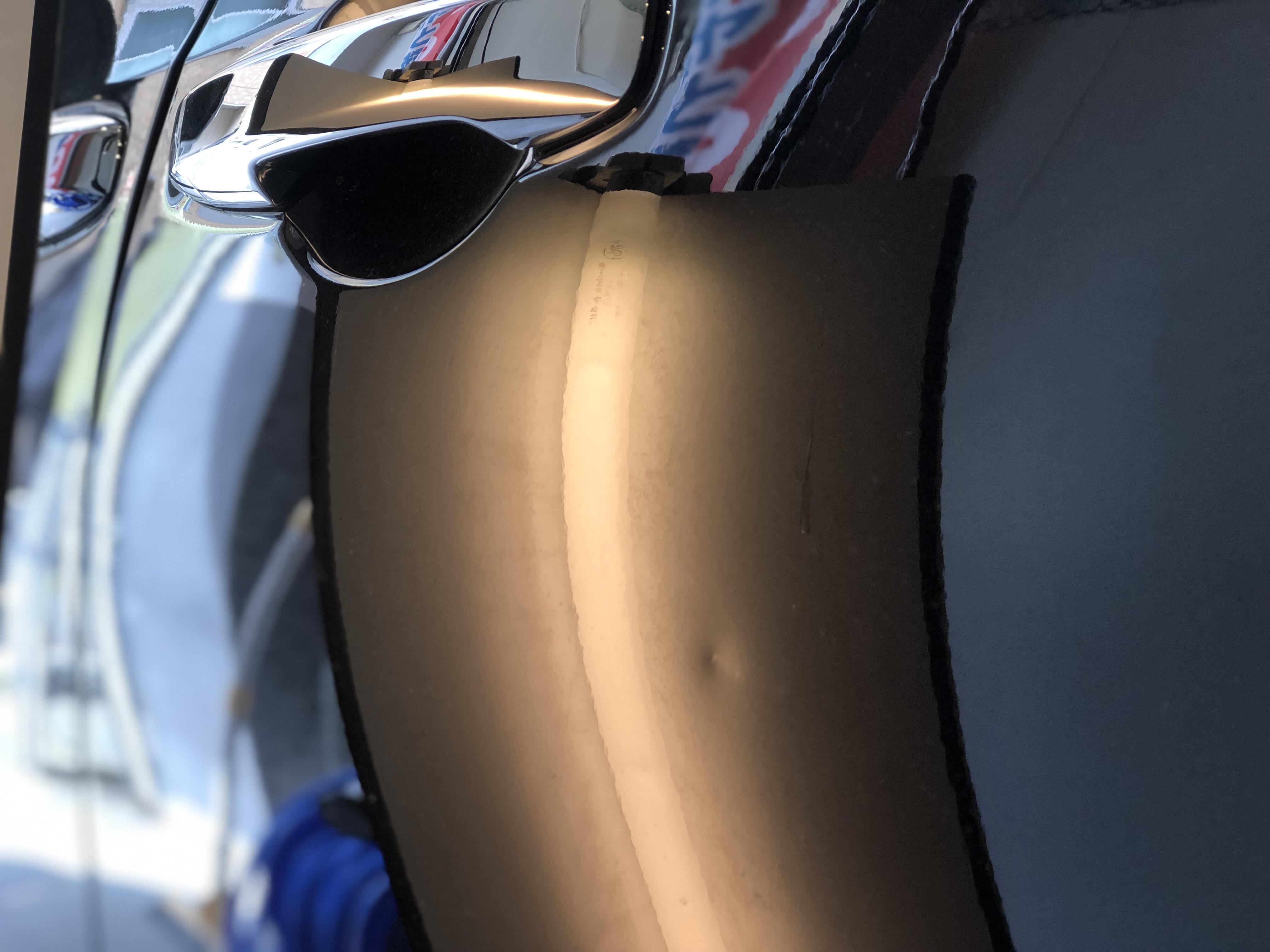 ドアパンチによる凹み