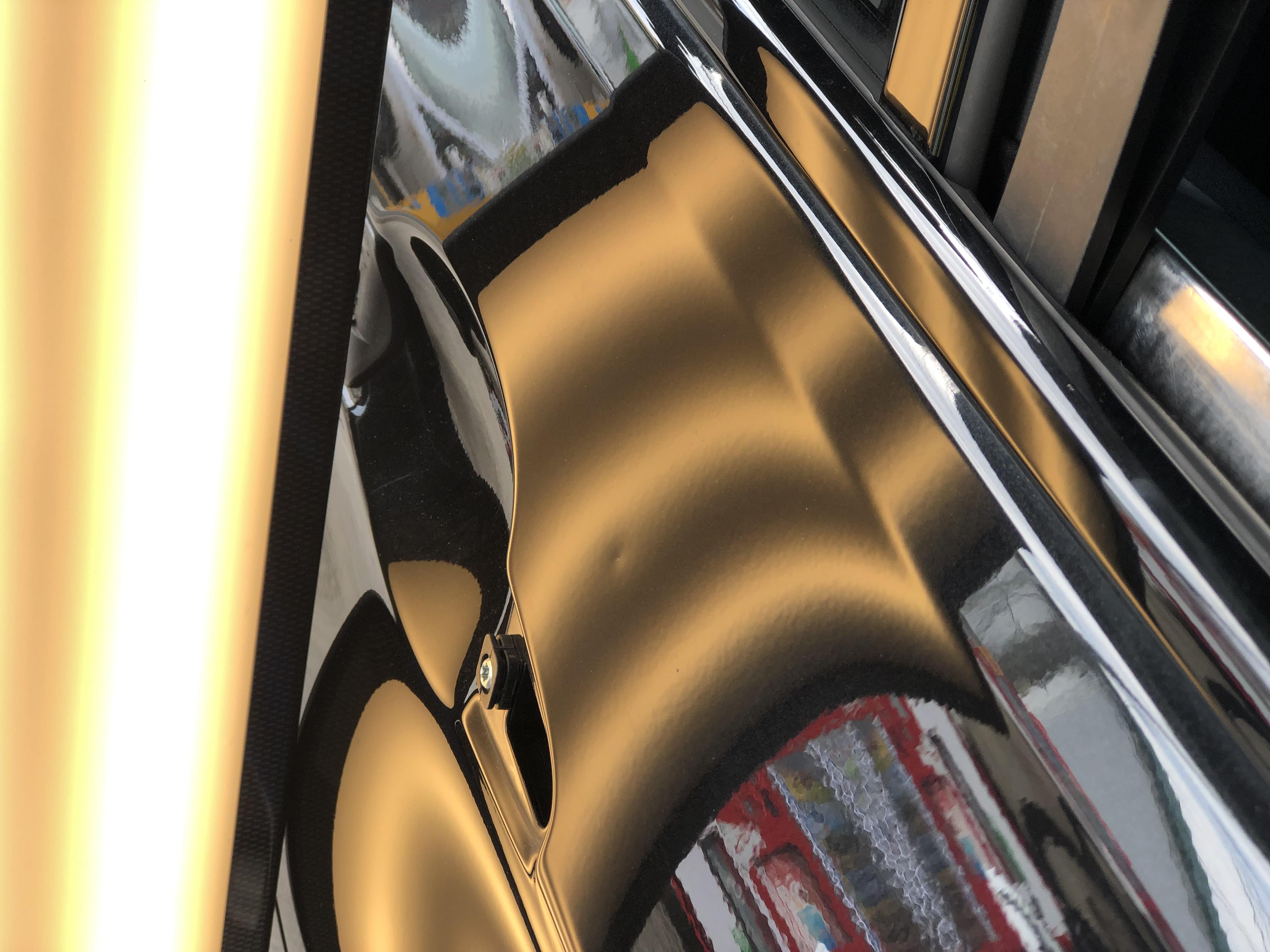 BMW320d ドアのデントリペア