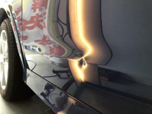 アウディ RSQ3 ドアのデントリペア施工前