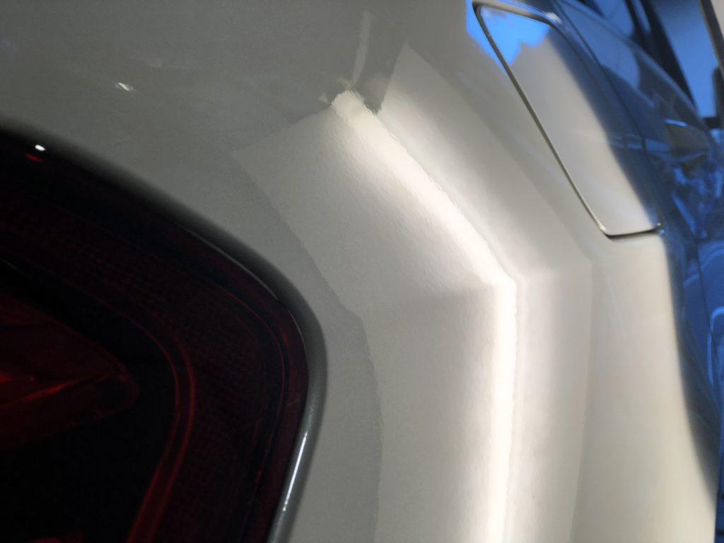 ベンツ E350 クォーターパネルのデントリペア施工後