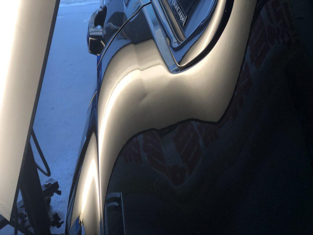BMW 420i グランクーペのクォーターパネルのデントリペア施工前