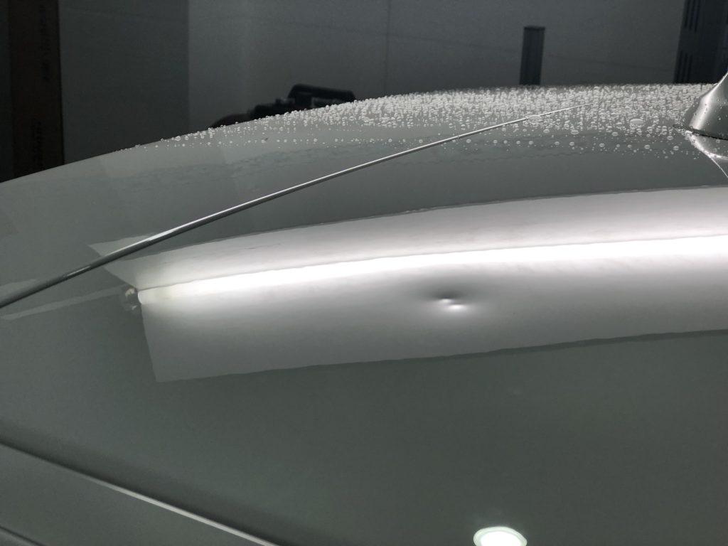 BMW 118dのルーフのデントリペア施工前