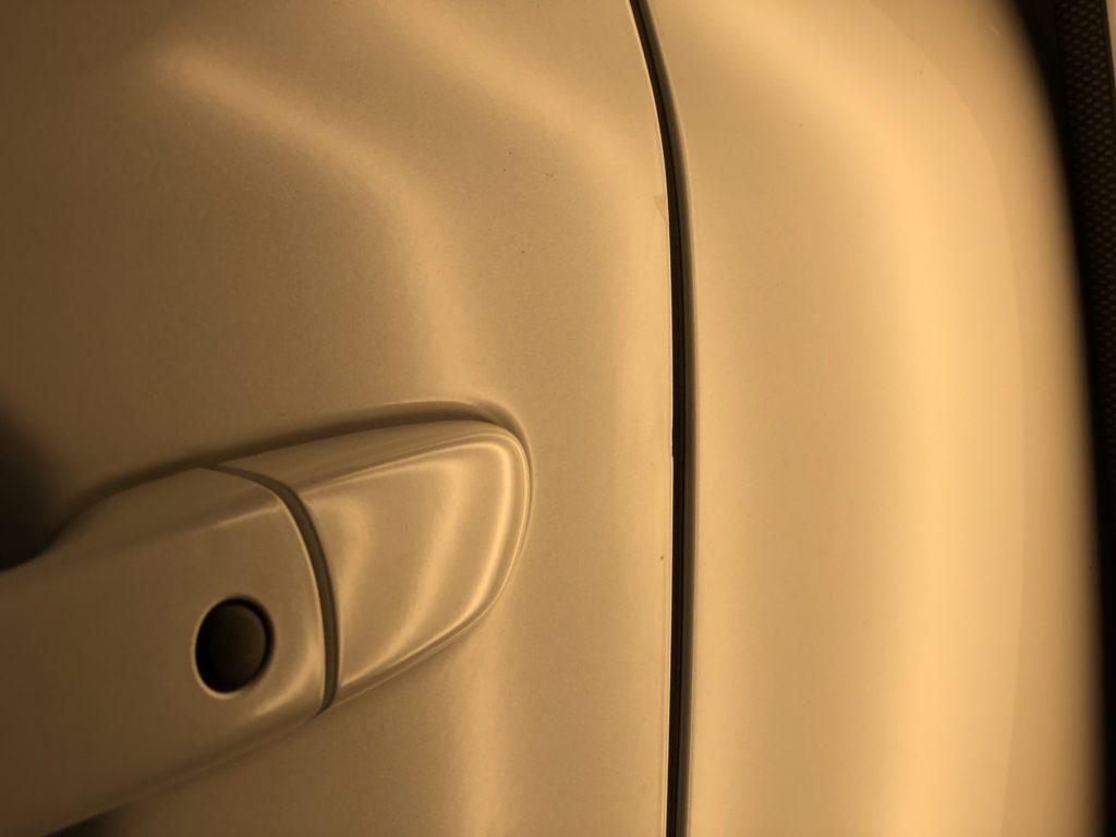 ドアの縁のデントリペア