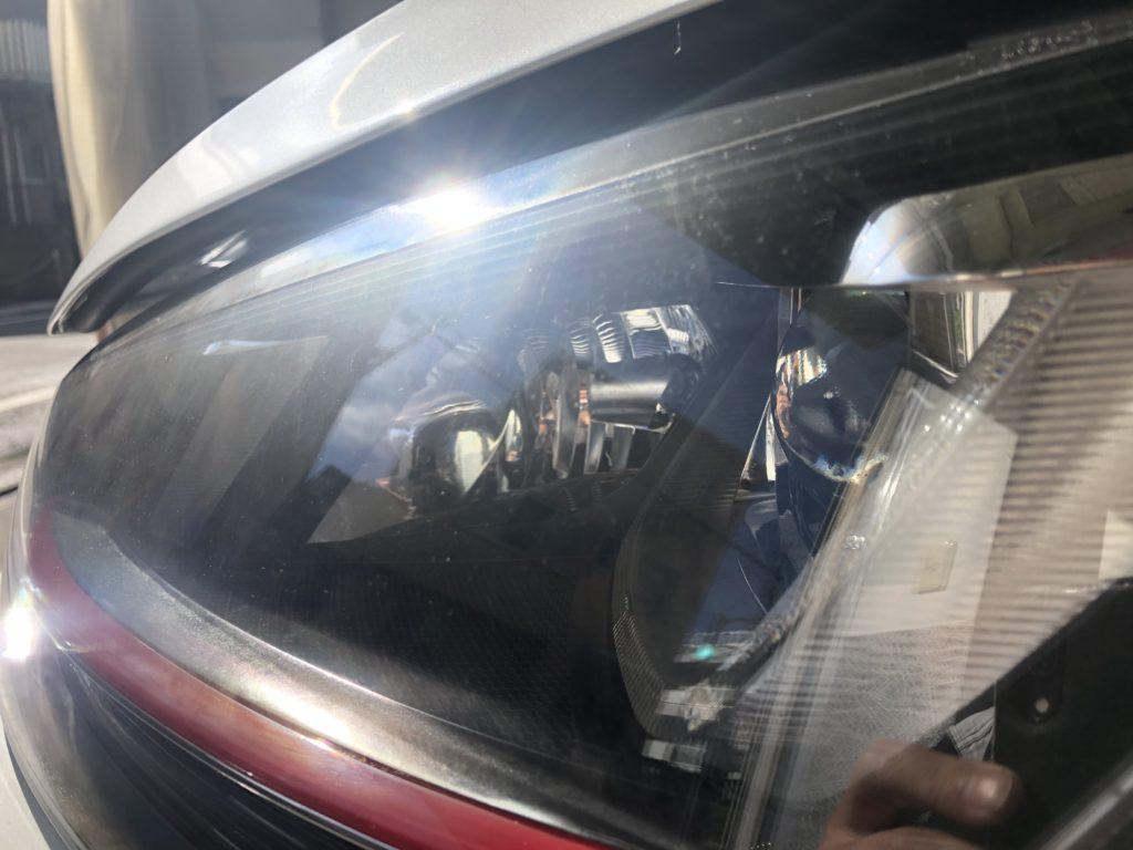 輸入車のヘッドライトのひび割れはキレイになる?
