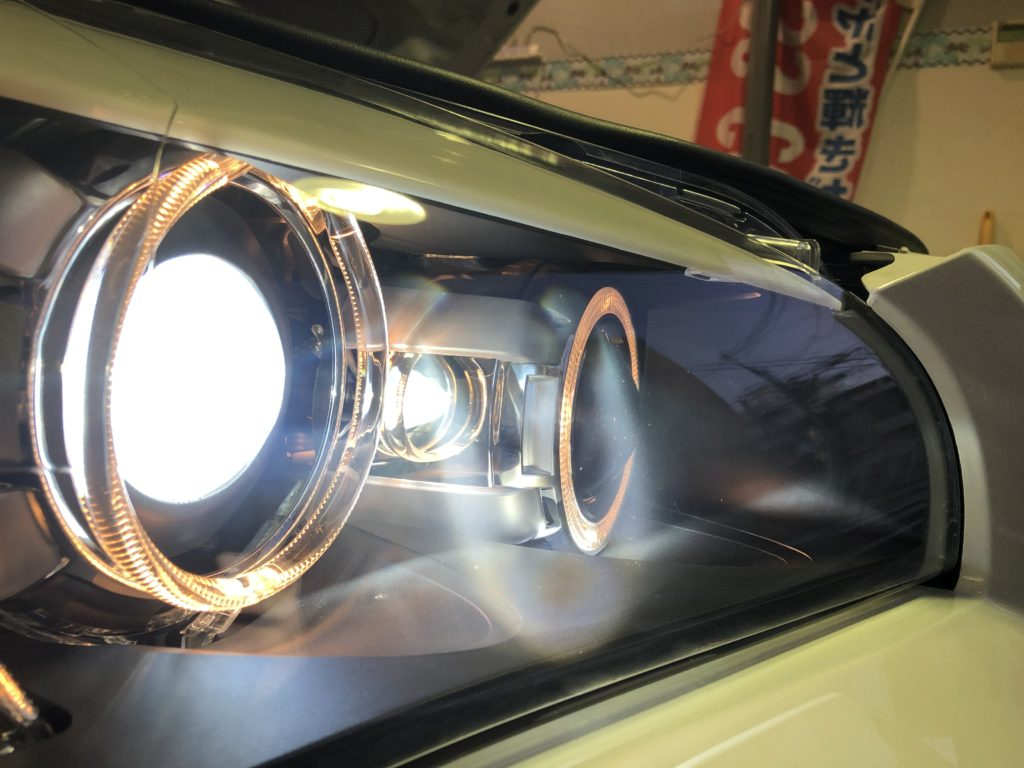 BMW X1 ヘッドライトクラック除去
