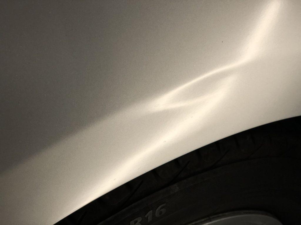 トヨタ プリウスα  クォーターパネルのデントリペア