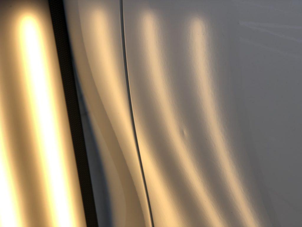 ベンツ W204 フロントドアのデントリペア