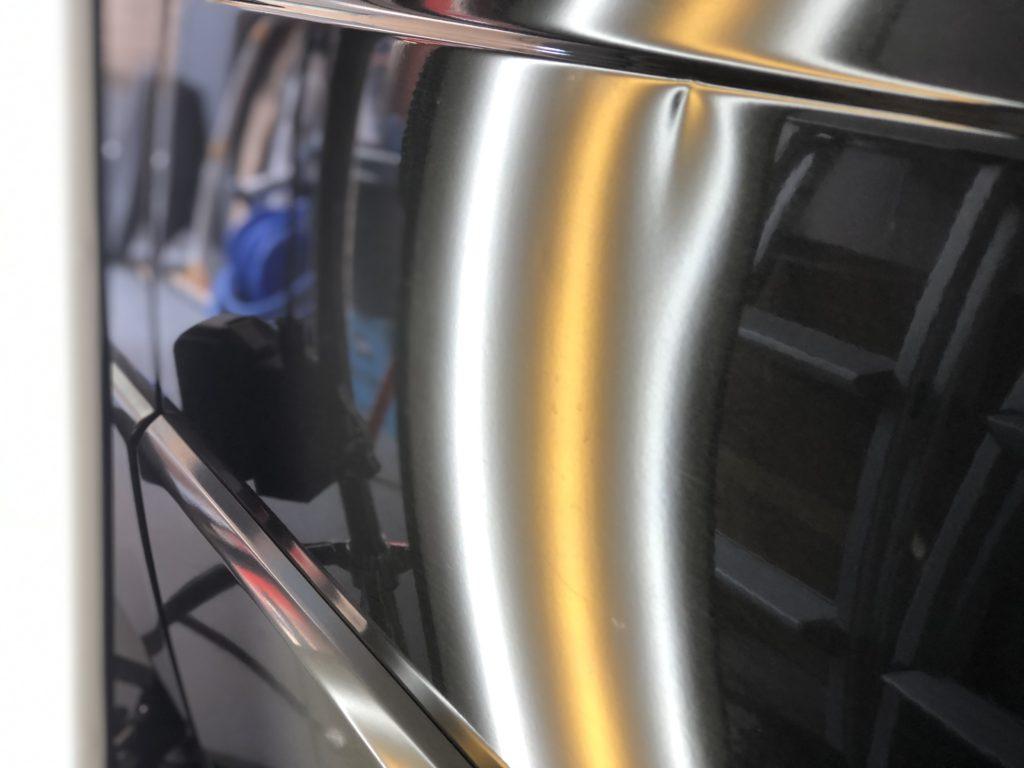 ベンツW201 ドアパンチによるヘコミ