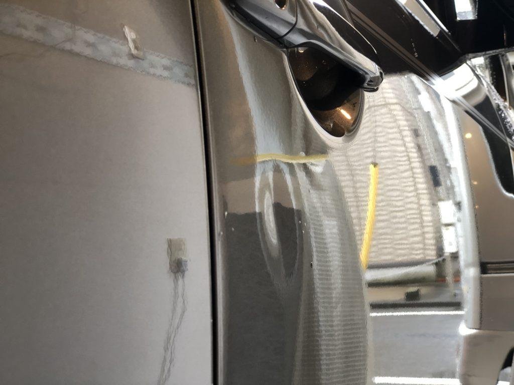 三菱デリカ ドアのヘコミ修理