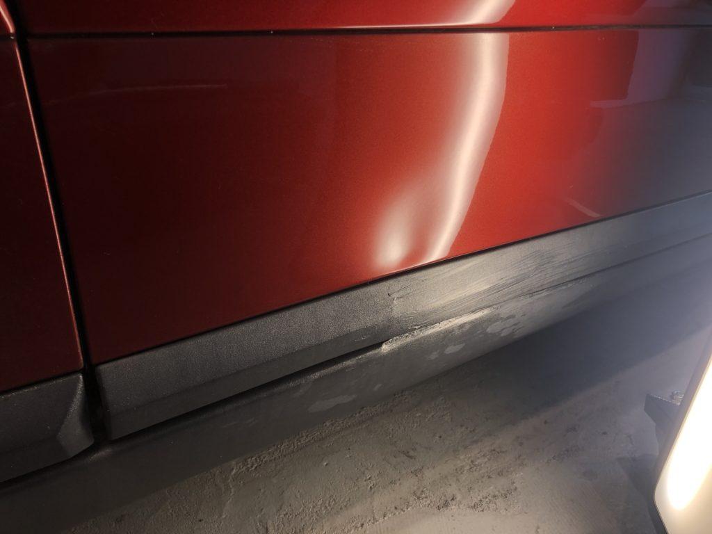 ボルボV50  ドア下部のデントリペア