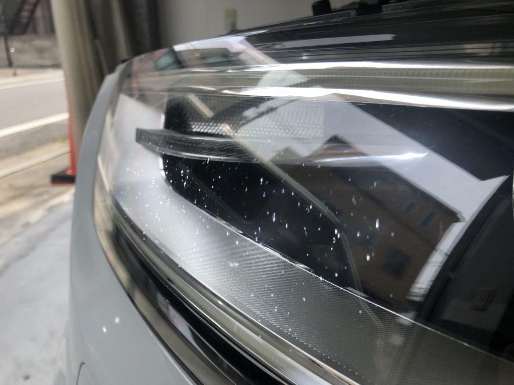 アウディQ3のヘッドライトのクラック