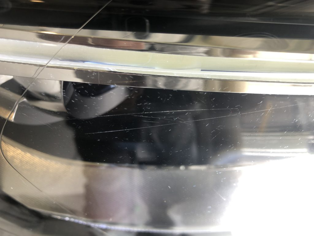 アウディQ3のヘッドライトの傷