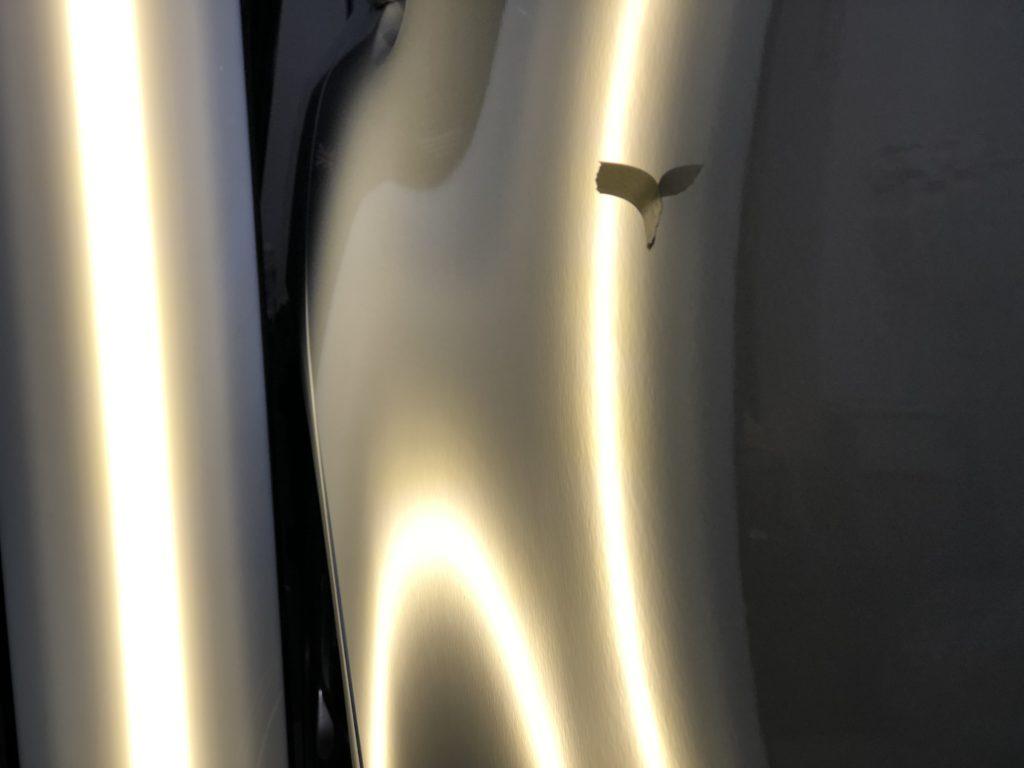 ランサーエボリューション10   ドアパンチによるヘコミはデントリペアで即日修理