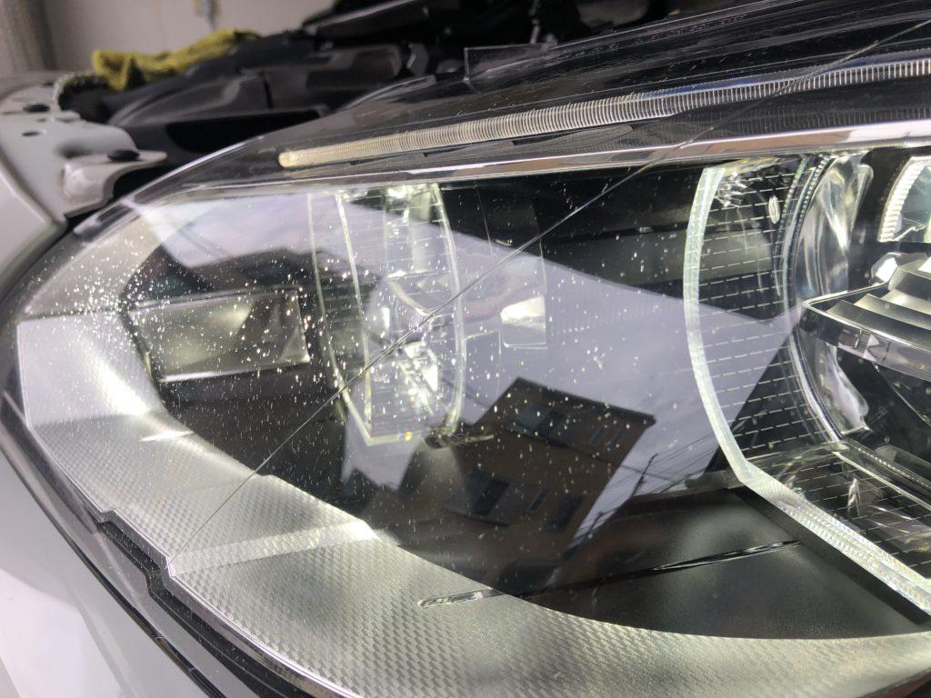 欧州車のヘッドライトのひび割れは除去出来ます。