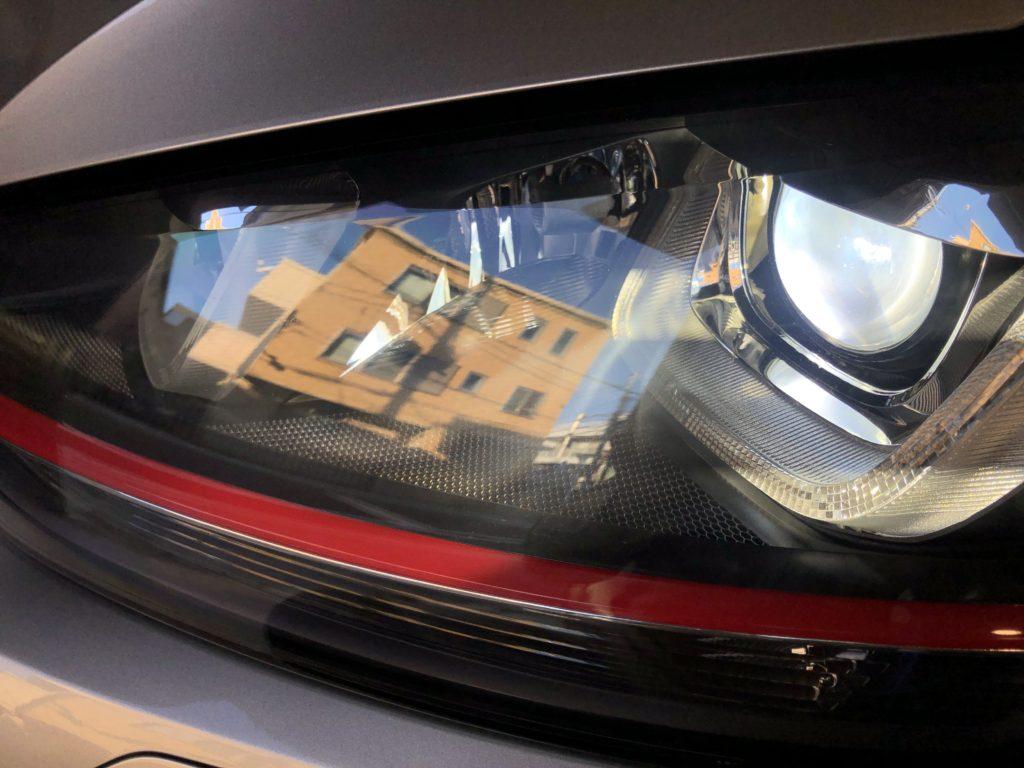 フォルクスワーゲンのヘッドライトのひび割れは交換しなくてもキレイに除去出来ます。