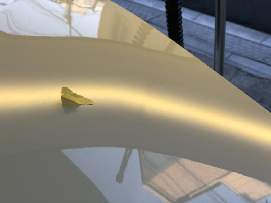 BMW ボンネットの小さなヘコミにはデントリペアがお勧めです。