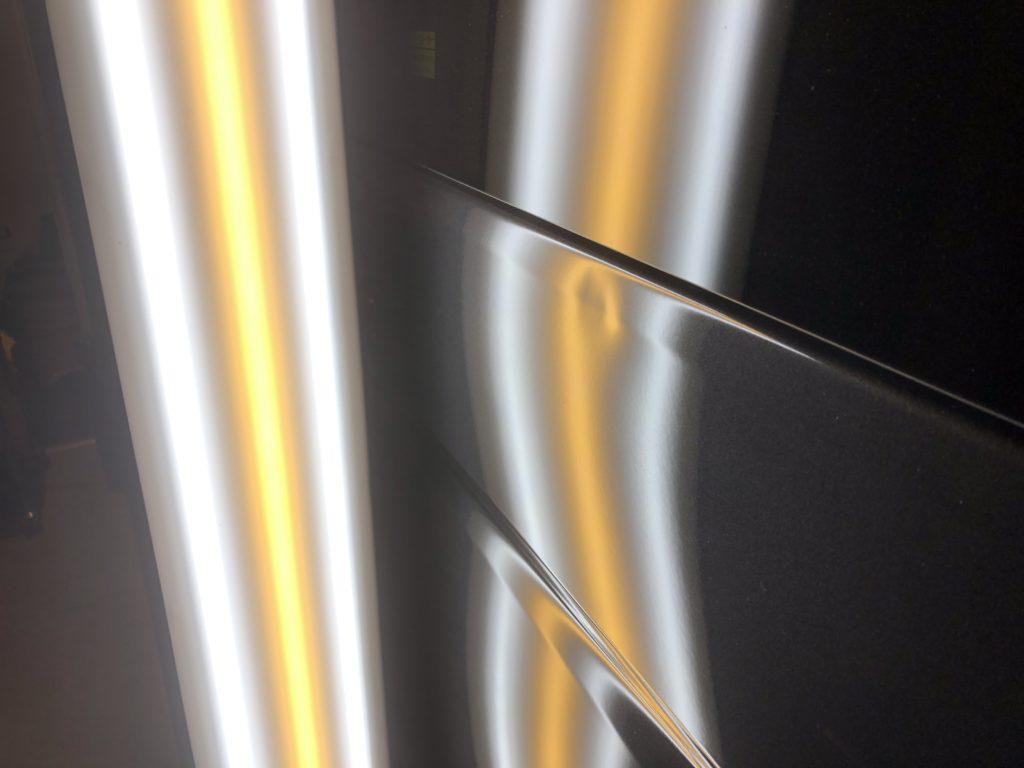 ハイエース スライドドア上部のドアパンチによるヘコミ