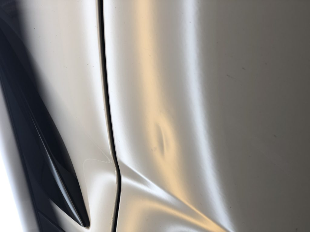 BMW5シリーズ フロントドアのヘコミ修理